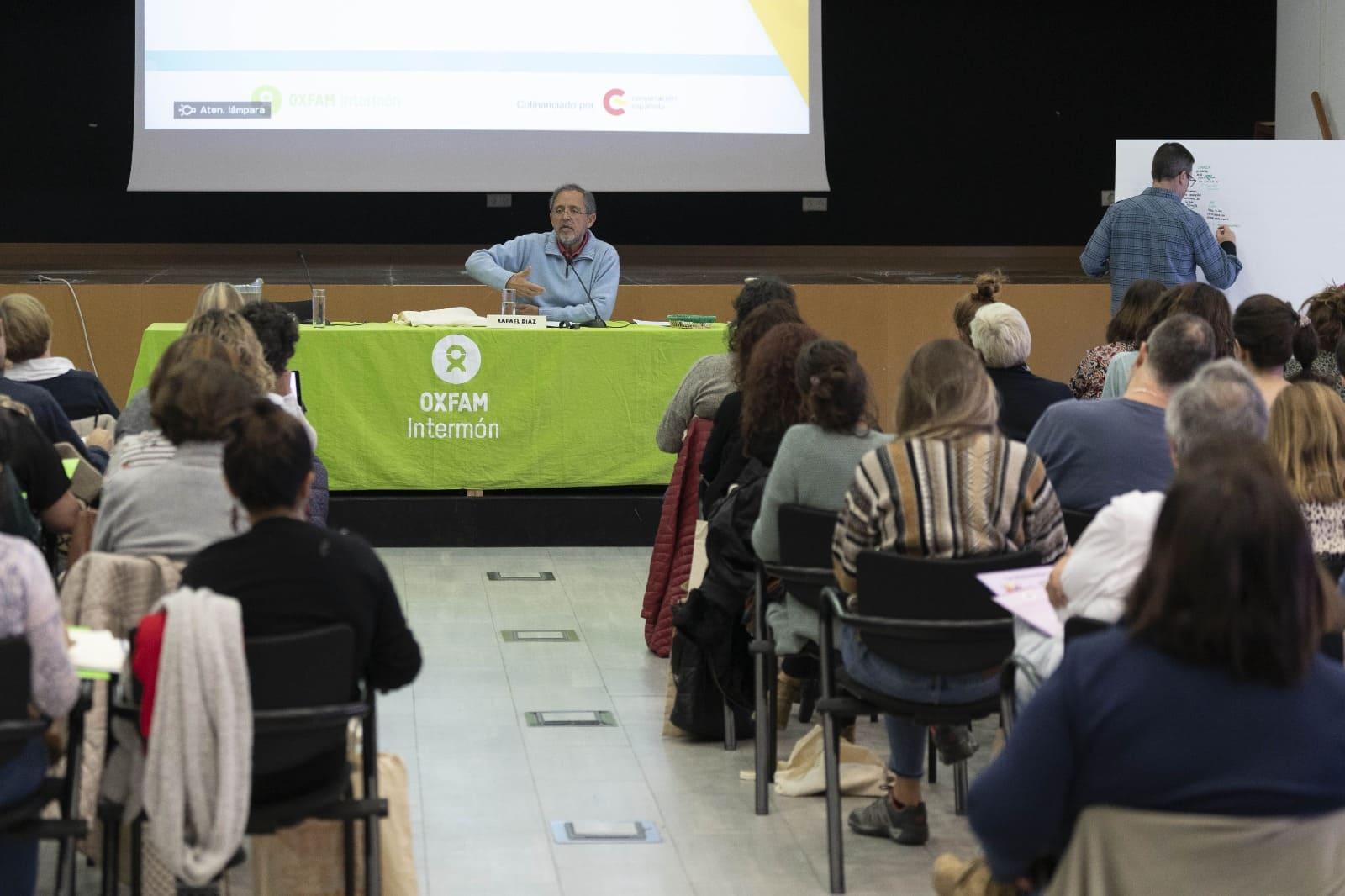 Arrancamos con la ponencia de Rafael Díaz Salazar, 'Transformación social desde la escuela' ©Guillermo Sanz para OXFAM Intermon